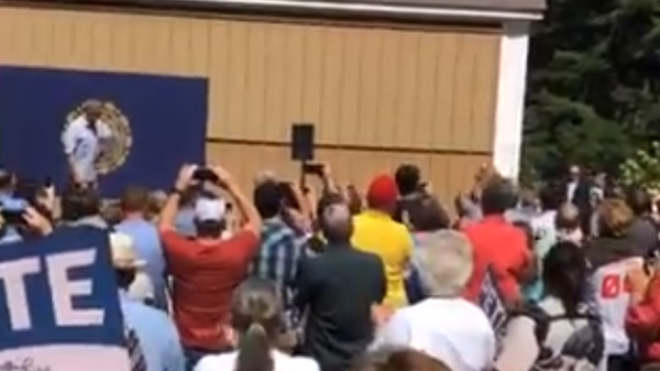 Video of the applause as Pete takes the stage.  (Twitter Link)
