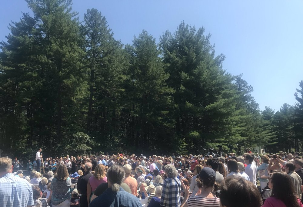 Photo of the crowd in Ossipee NH, posted by @zoemeeken  (LINK)